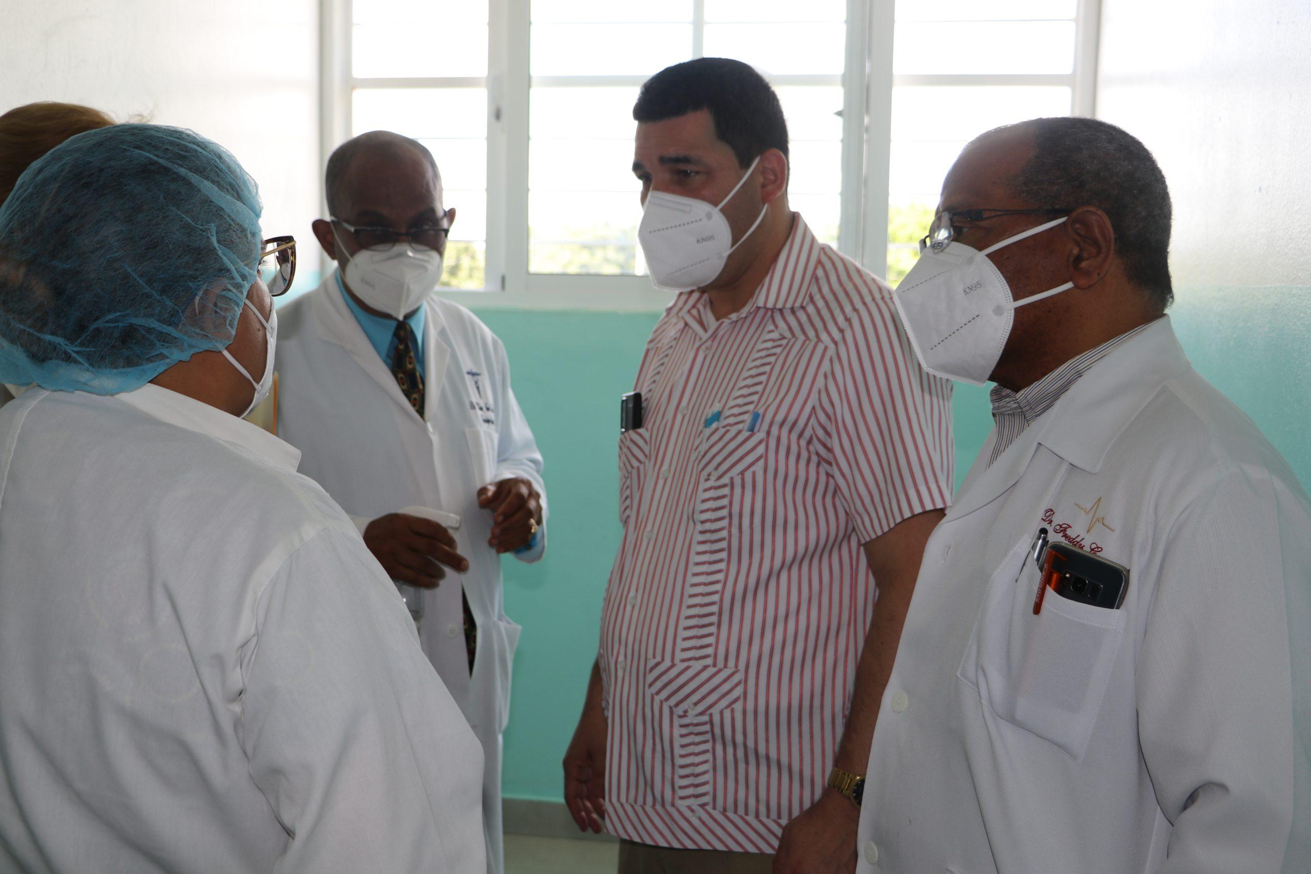 El Doctor Ramón Rodríguez, Director del Servicio Regional de Salud Cibao SRS CIBAO OCCIDENTAL SUPERVISA ÁREA  COVID-19 HOSPITAL SANTIAGO RODRÍGUEZ