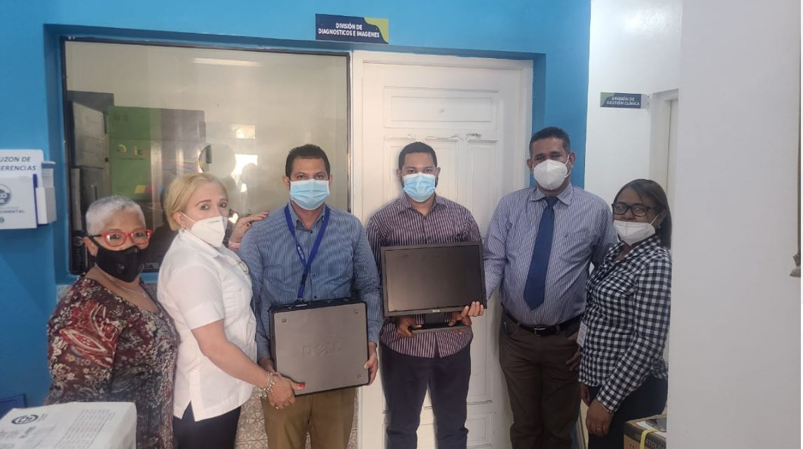 SRSCO,  entrega equipo tecnológico al hospital regional Ing. Luis L. Bogaert.